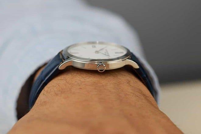 Armbanduhr Baume & Mercier Classima Quarz 36,5mm mit weißem Zifferblatt und Alligatorenleder-Armband bei Brogle