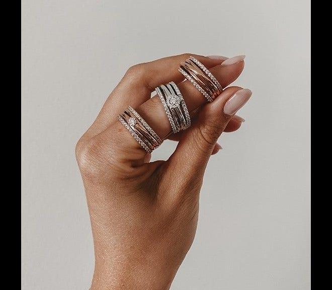Ring Capolavoro Magnifico aus 750 Weißgold mit 58 Brillanten (0,89 Karat) bei Brogle