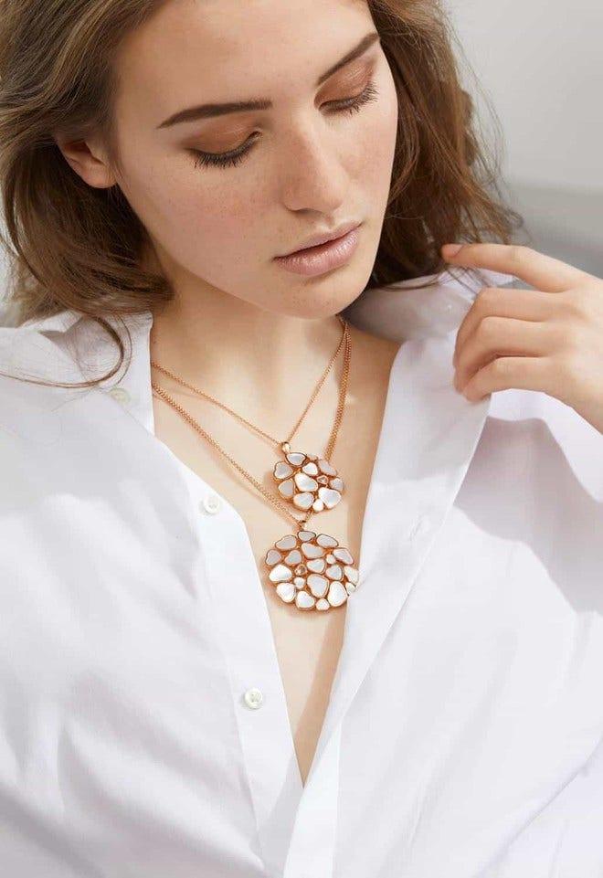 Halskette mit Anhänger Chopard Happy Hearts aus 750 Roségold mit 1 Brillant (0,05 Karat) und 19 Perlmutt bei Brogle