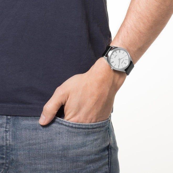 Herrenuhr Citizen Basic mit weißem Zifferblatt und Kalbsleder-Armband bei Brogle