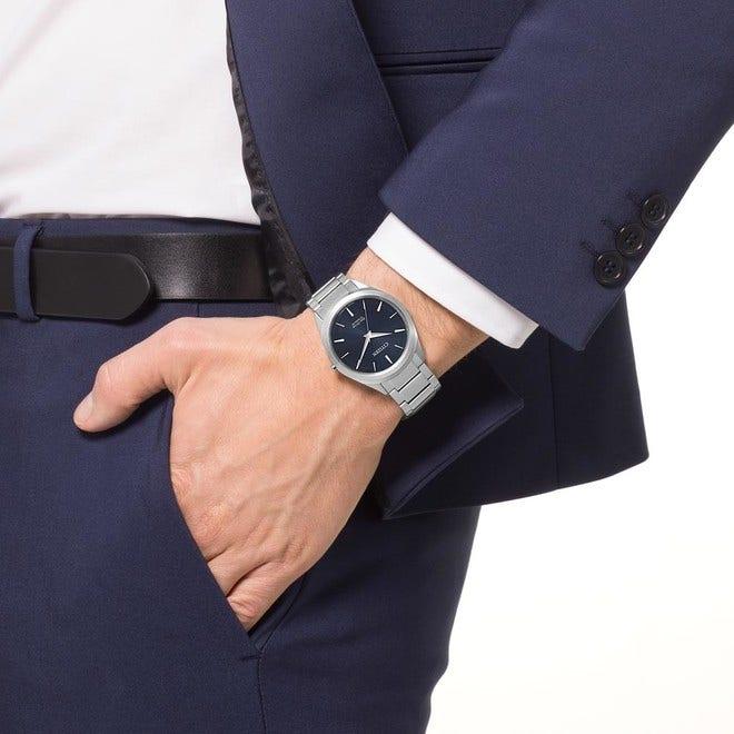 Herrenuhr Citizen Basic mit blauem Zifferblatt und Titanarmband bei Brogle