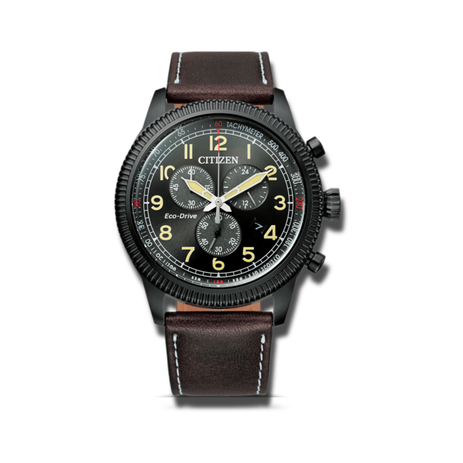 Herrenuhr Citizen Basic Quarz Chronograph 43mm mit schwarzem Zifferblatt und Kalbsleder-Armband bei Brogle
