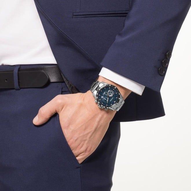 Herrenuhr Citizen Super Titanium Chrono mit blauem Zifferblatt und Titaniumarmband bei Brogle