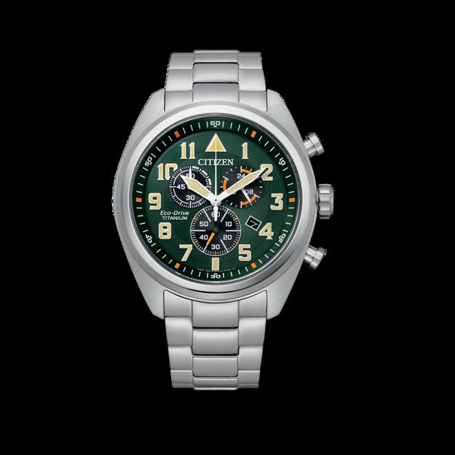 Herrenuhr Citizen Super Titanium Solar Chronograph 43mm mit grünem Zifferblatt und Titaniumarmband bei Brogle