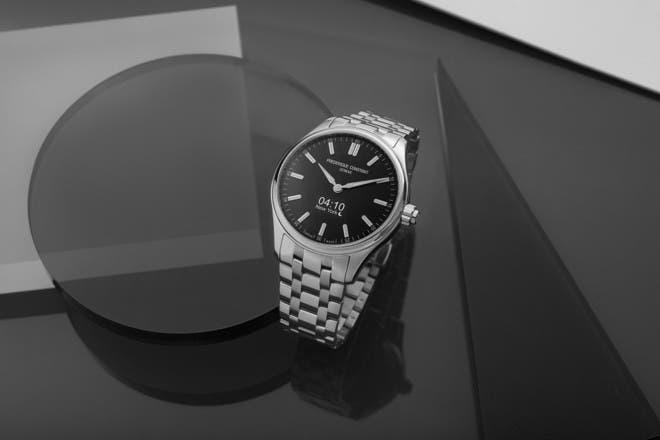 Smartwatch Frederique Constant Smartwatch Gents Vitality 42mm mit braunem Zifferblatt und Edelstahlarmband bei Brogle