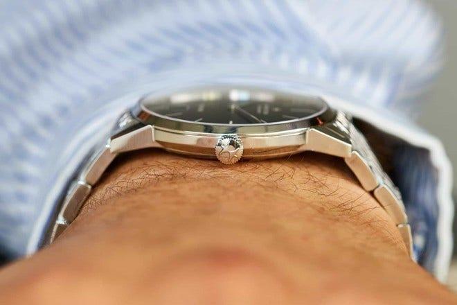 Armbanduhr Hamilton Intra-Matic Automatik 38mm mit schwarzem Zifferblatt und Edelstahlarmband bei Brogle