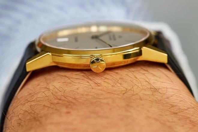 Armbanduhr Hamilton Intra-Matic Automatik 38mm mit silberfarbenem Zifferblatt und Kalbsleder-Armband bei Brogle