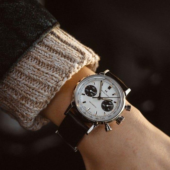 Armbanduhr Hamilton Intra-Matic Chronograph H mit weißem Zifferblatt und Kalbsleder-Armband bei Brogle