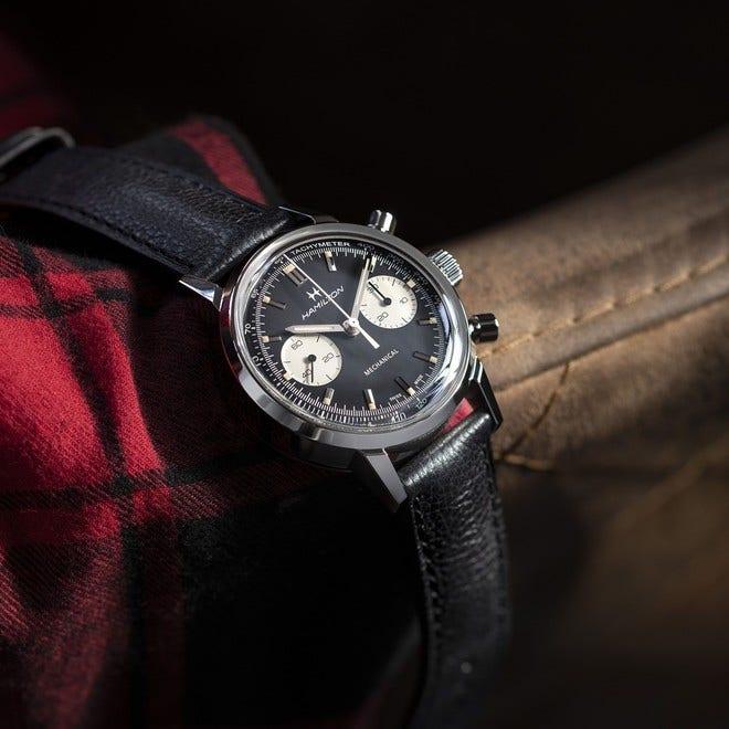 Armbanduhr Hamilton Intra-Matic Chronograph H mit schwarzem Zifferblatt und Kalbsleder-Armband bei Brogle