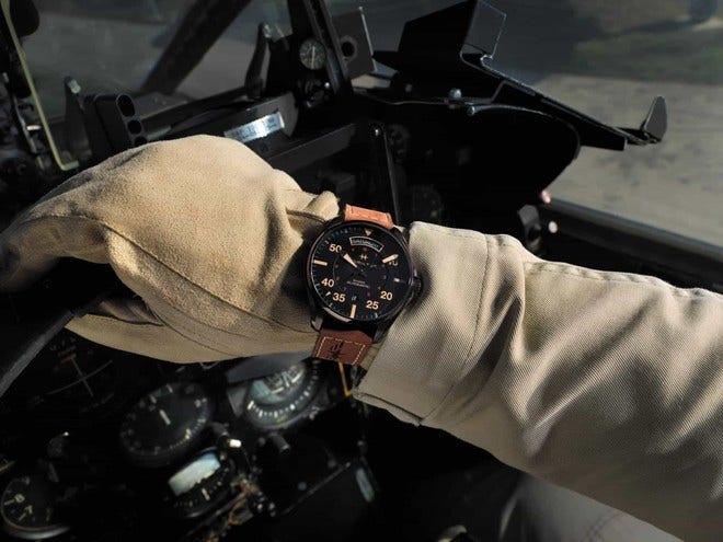 Herrenuhr Hamilton Khaki Pilot Day/Date Automatik 42mm mit schwarzem Zifferblatt und Rindsleder-Armband bei Brogle