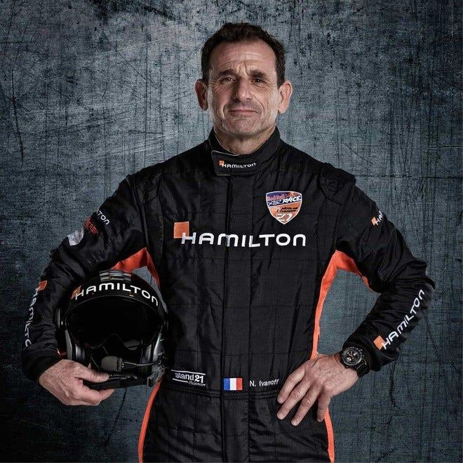 Herrenuhr Hamilton Khaki X-Wind Auto Chrono 45mm mit schwarzem Zifferblatt und Kalbsleder-Armband bei Brogle