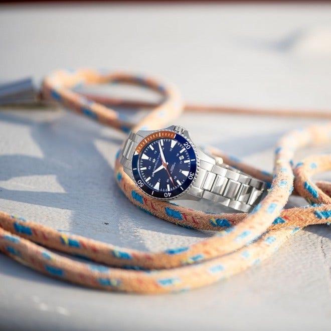 Herrenuhr Hamilton Khaki Navy Scuba Automatik 40mm mit blauem Zifferblatt und Edelstahlarmband bei Brogle