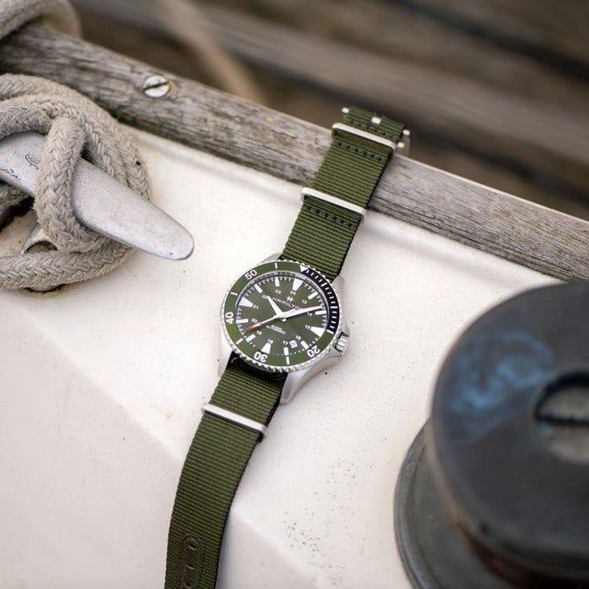 Herrenuhr Hamilton Khaki Navy Scuba Automatik 40mm mit grünem Zifferblatt und Textilarmband bei Brogle