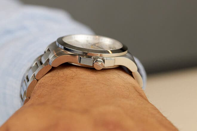 Armbanduhr Longines Conquest Quarz 41mm mit silberfarbenem Zifferblatt und Edelstahlarmband
