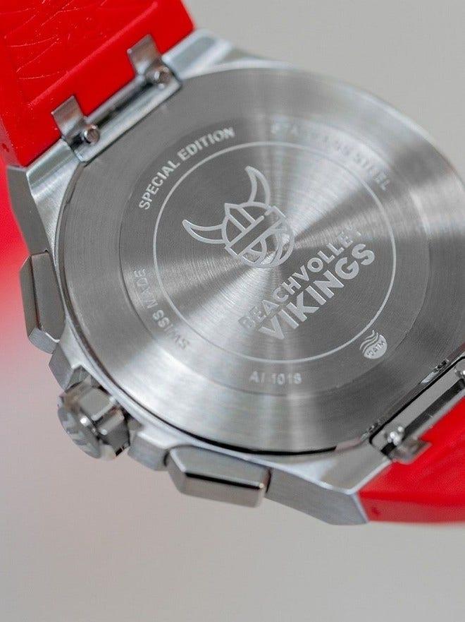 Herrenuhr Maurice Lacroix Aikon Quartz Chronograph, Limited Edition Vikings mit rotem Zifferblatt und Kautschukarmband bei Brogle