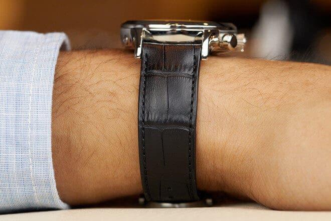 Herrenuhr Maurice Lacroix Les Classiques Chronographe Quartz mit silberfarbenem Zifferblatt und Armband aus Kalbsleder mit Krokodilprägung