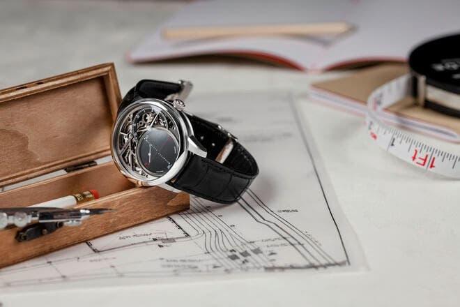 Herrenuhr Maurice Lacroix Masterpiece Mysterious Seconds mit transparentem Zifferblatt und Krokodilleder-Armband