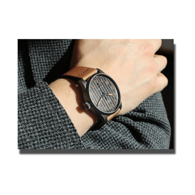 Herrenuhr Mido Multifort Escape Horween Special Edition mit schwarzem Zifferblatt und Kalbsleder-Armband bei Brogle