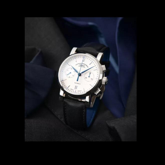Herrenuhr Mühle Glashütte Teutonia IV Chronograph mit weißem Zifferblatt und Kalbsleder-Armband bei Brogle