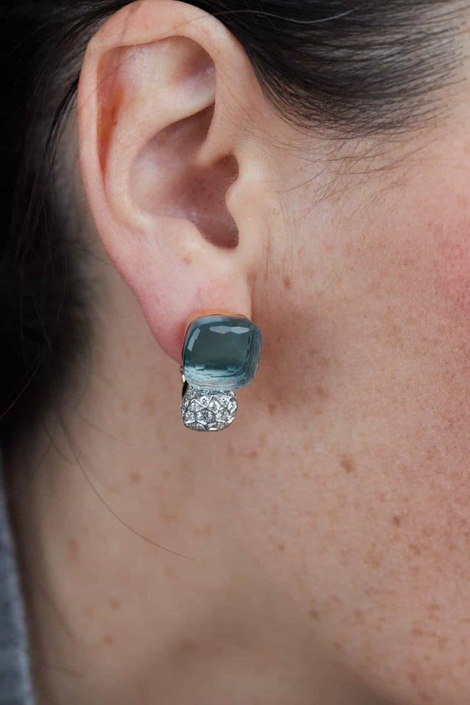 Ohrring Pomellato Nudo aus 750 Roségold und 750 Weißgold mit 2 Blautopasen und mehreren Diamanten (2 x 0,85 Karat) bei Brogle