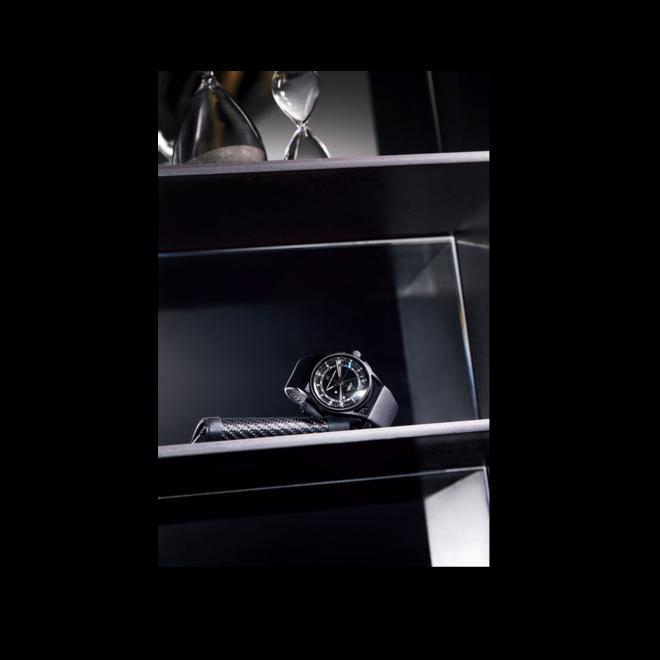 Herrenuhr Porsche Design 1919 Globetimer UTC All Black Automatik 42mm mit schwarzem Zifferblatt und Kalbsleder-Armband bei Brogle