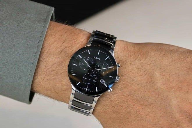 Herrenuhr Rado Centrix XL Quarz Chronograph mit schwarzem Zifferblatt und Edelstahlarmband bei Brogle