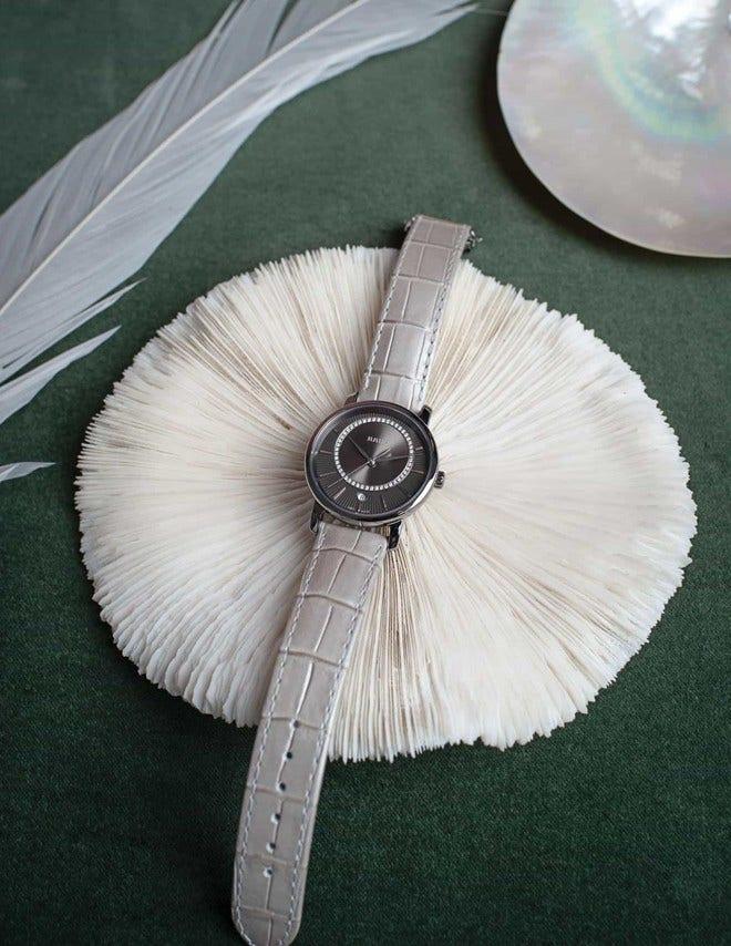 Damenuhr Rado DiaMaster Diamonds M Quarz mit Diamanten, silberfarbenem Zifferblatt und Armband aus Kalbsleder mit Krokodilprägung bei Brogle