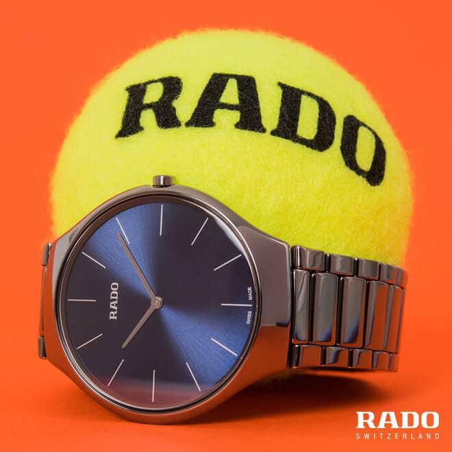 Damenuhr Rado True Thinline L Quarz mit blauem Zifferblatt und Plasma-Keramikarmband bei Brogle