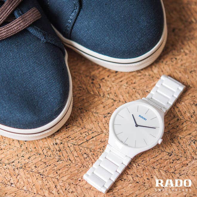 Damenuhr Rado True Thinline L Quarz mit weißem Zifferblatt und Keramikarmband bei Brogle