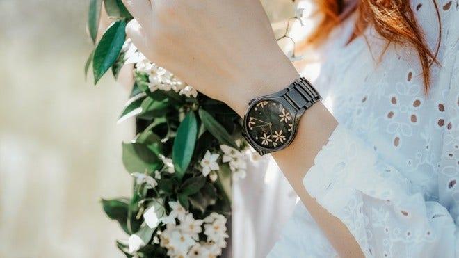 Armbanduhr Rado True Great Gardens of the World 40mm mit Diamanten, schwarzem Zifferblatt und Keramikarmband bei Brogle