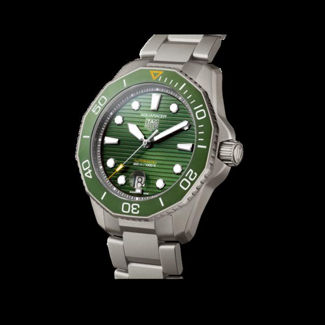 Herrenuhr TAG Heuer Aquaracer Professional 300 mit grünem Zifferblatt und Titanarmband bei Brogle
