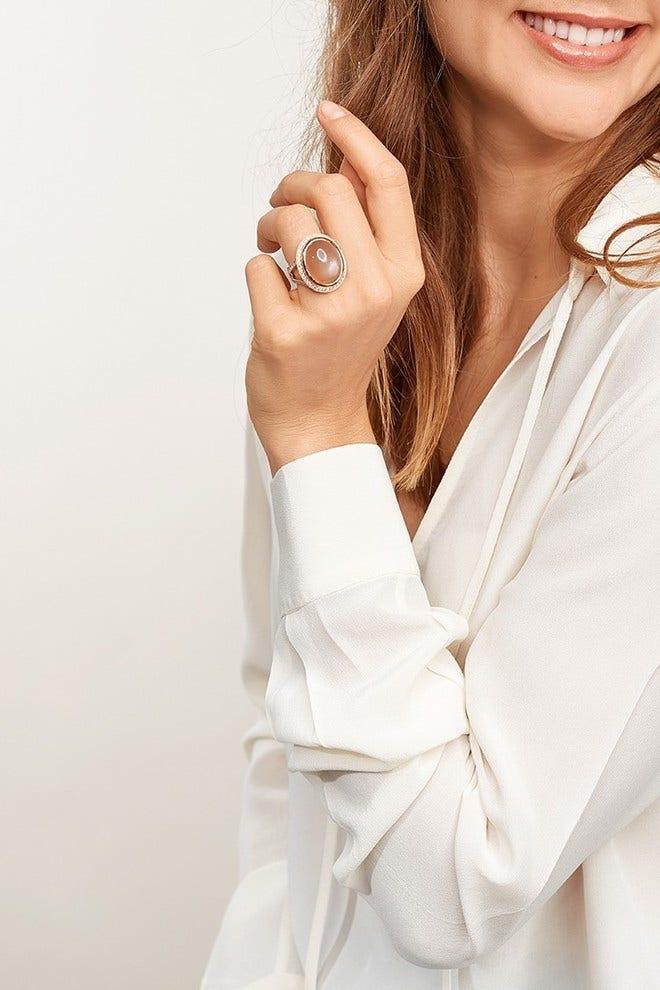 Ring Tamara Comolli Cushion Ring aus 750 Weißgold mit 1 Mondstein und mehreren Brillanten (1,5 Karat) Größe 54 bei Brogle