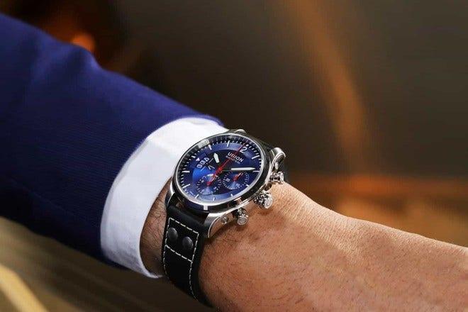 Herrenuhr Union Glashütte Belisar Pilot Chronograph mit blauem Zifferblatt und Kalbsleder-Armband bei Brogle