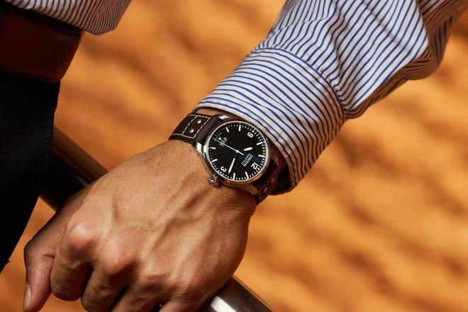 Herrenuhr Union Glashütte Belisar Pilot Datum mit schwarzem Zifferblatt und Kalbsleder-Armband bei Brogle