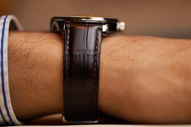 Herrenuhr Union Glashütte Noramis Datum 40mm mit anthrazitfarbenem Zifferblatt und Armband aus Kalbsleder mit Krokodilprägung
