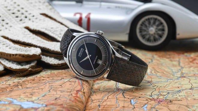 Herrenuhr Union Glashütte Noramis Datum ADAC Deutschland Klassik 40mm mit schwarzem Zifferblatt und Kalbsleder-Armband bei Brogle
