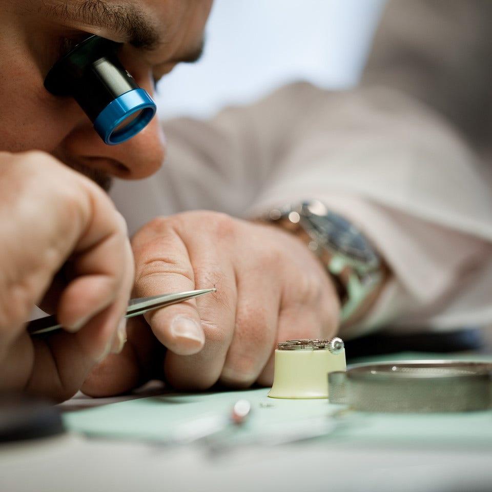 Unsere Uhrmacherwerkstatt - Brogle