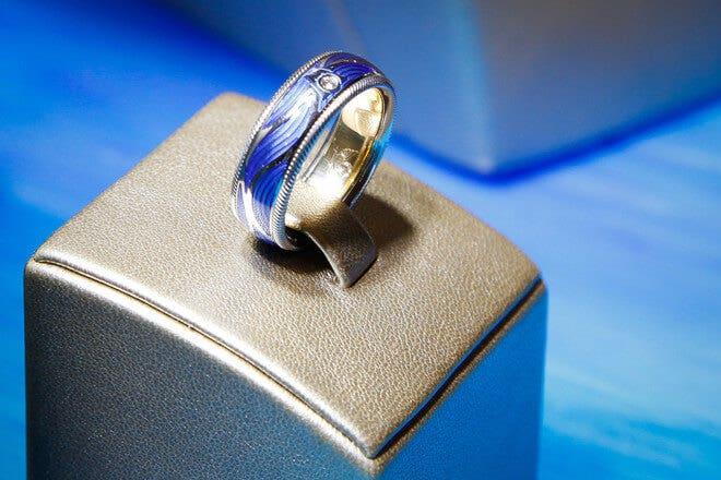 Ring Wellendorff Wellenschimmer aus 750 Weißgold und Emaille mit 1 Brillant (0,017 Karat)