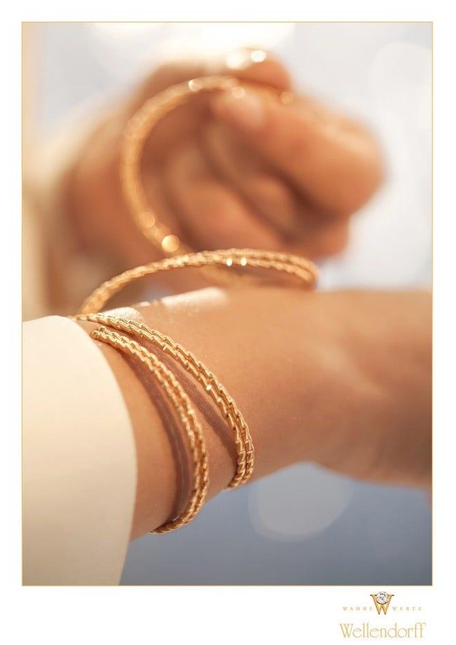 Armband Wellendorff Umarme Mich. Sonnenglanz aus 750 Gelbgold mit mehreren Brillanten (0,034 Karat) Größe S bei Brogle