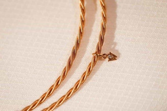 Collier Wellendorff Silky aus 750 Gelbgold mit 1 Brillant (0,017 Karat) bei Brogle