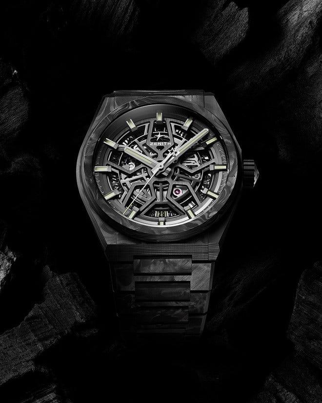Herrenuhr Zenith Defy Classic Carbon 41mm mit schwarzem Zifferblatt und Carbonarmband bei Brogle