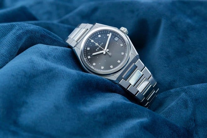 Damenuhr Zenith Defy Classic Midnight 36mm mit Diamanten und Edelstahlarmband bei Brogle