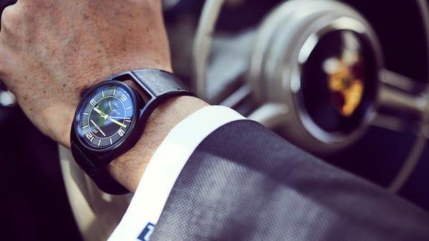 Zur Datetimer-Jubiläumsuhr von Porsche